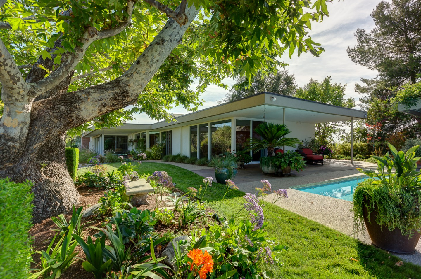 Harold Zook Contemporary With 360 Degree Views Just Listed
